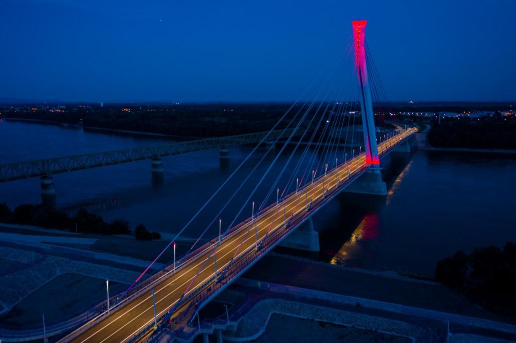 Bekapcsolták az új komáromi Duna-híd díszvilágítását
